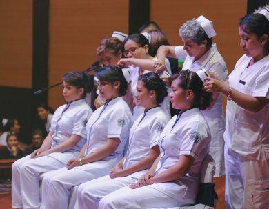 Enfermería de la Unach inicia a sus estudiantes en la tarea de cuidar al enfermo