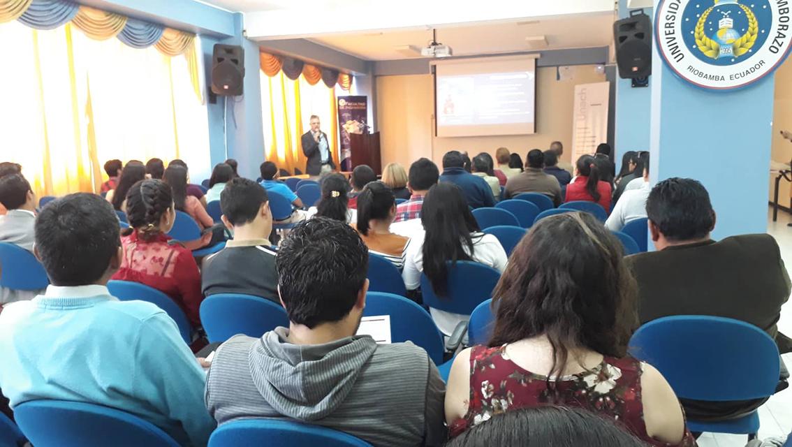 FLACSO oferta posgrados a la comunidad universitaria de la Unach