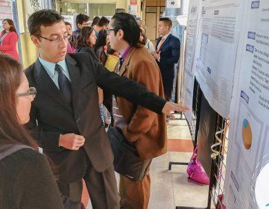 Unach presenta pósteres científicos de Laboratorio Clínico e Histopatológico