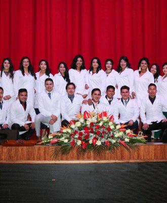 Estudiantes de la Unach recibieron sus mandiles como laboratoristas clínicos