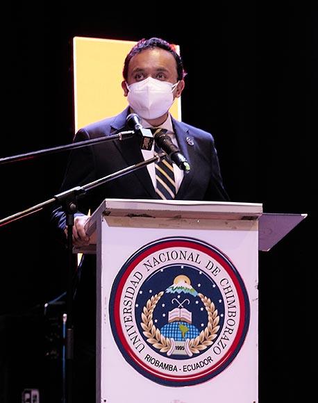 El Mag. Santiago Cisneros, presidente de la Comisión de Elecciones, durante su intervención.