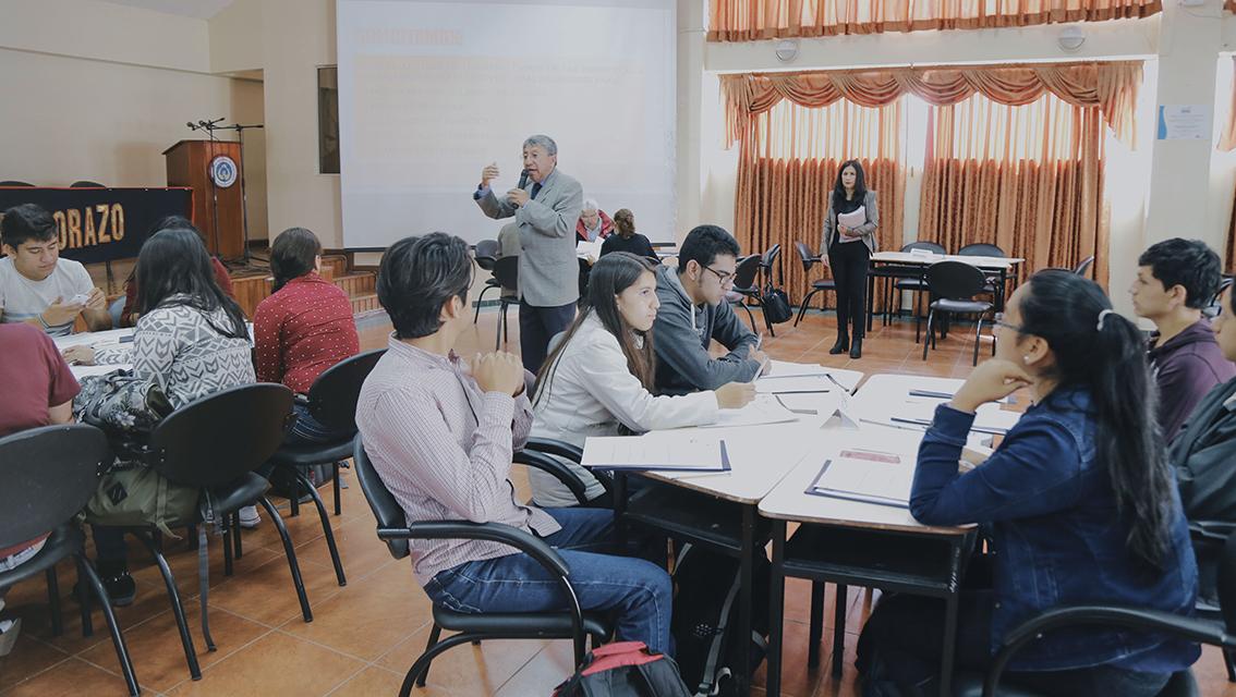 Medicina de la Unach presenta resultados de la realidad de sus graduados