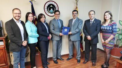 Unach firma convenio con la Federación Provincial de Artesanos de Chimborazo