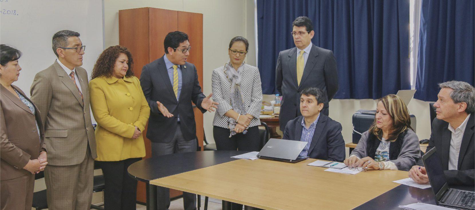 Medicina de la Unach recibe a los evaluadores del Ceaaces