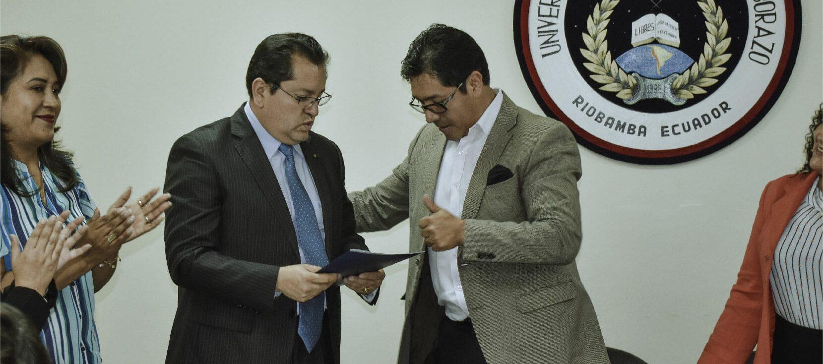 Rector de la Unach posesionó al nuevo subdecano de Educación